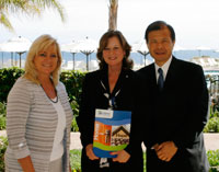 Arnold Ng of Apex Commercial Real Estate at Terranea for Habitat for Humanity acknowledgemetn